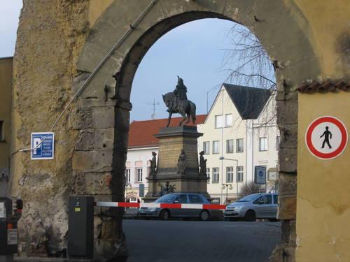 socha Jiřího z Poděbrad