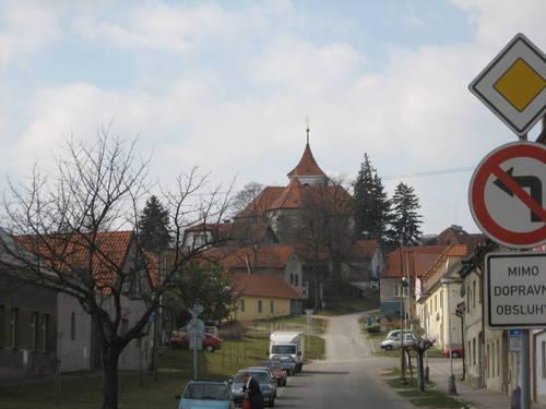 cestou ke kostelu sv. Apolináře