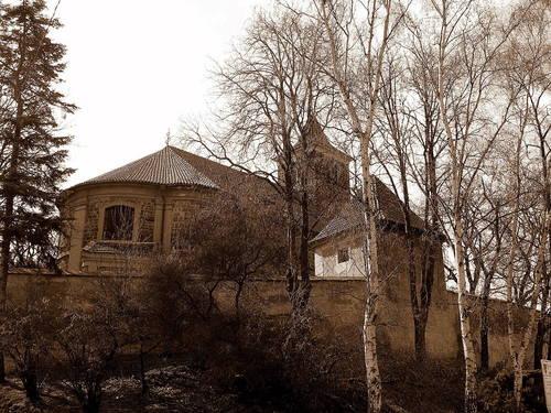 kostel – pohled od řeky