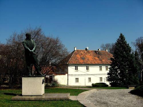 Statue of Antonin Dvorak