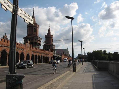 dělící čára mezi východem a západem - most přes Sprévu