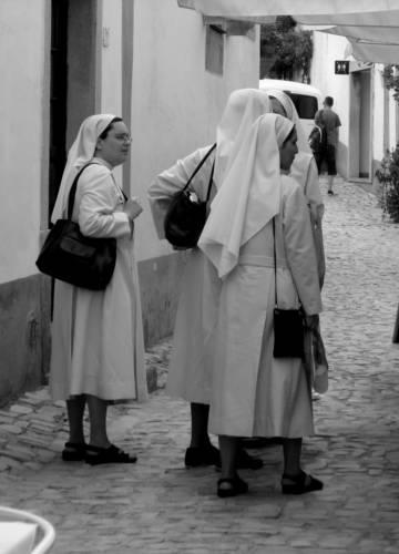 jeptišky v úzkých...uličkách Obidos