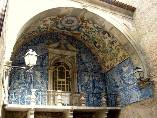 Azulejos - modrobílé zdobení obidosského divadla