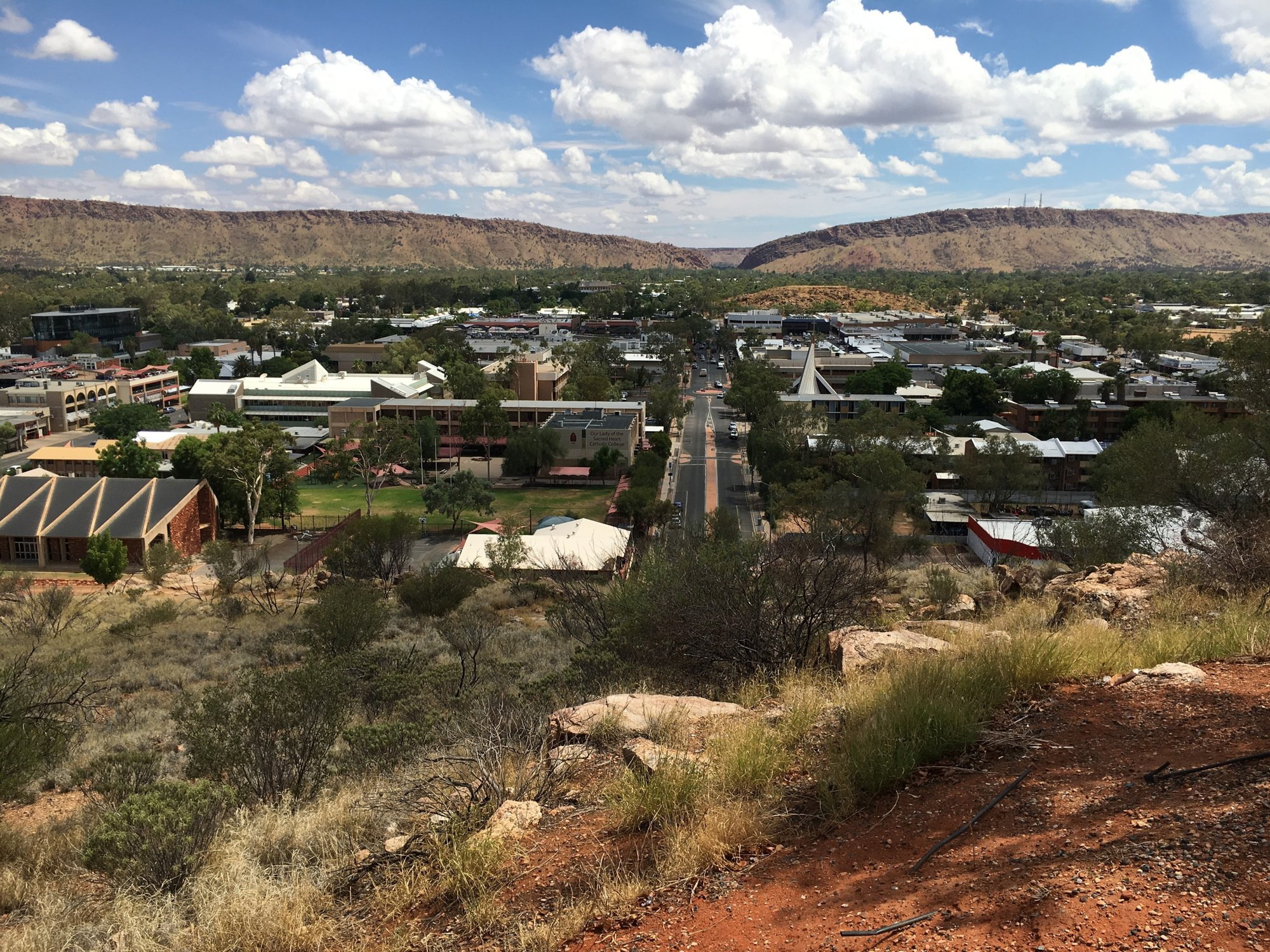 a vista over Alice Springs seen from a lookout point