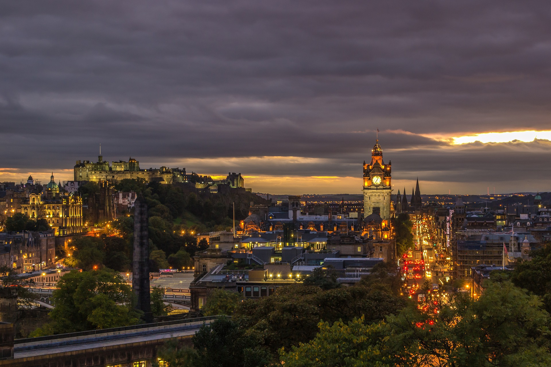 výhled na Edinburgh z Calton Hill