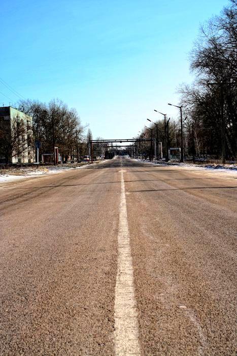 silnice v městečku jsou relativně vdobrém stavu, asi proto, že po nich příliš vozidel nejezdí