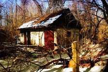 jeden zestovky rozpadajících se domů