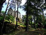 Skalní ostroh s hradem Valečov