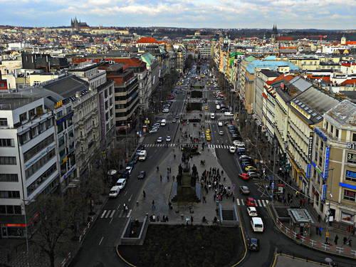Václavské náměstí - pohled ze střechy Nár. muzea