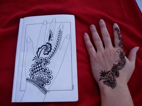malování hennou, tzv. mehendi