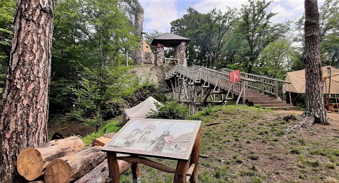 the ruin of Zlenice castle