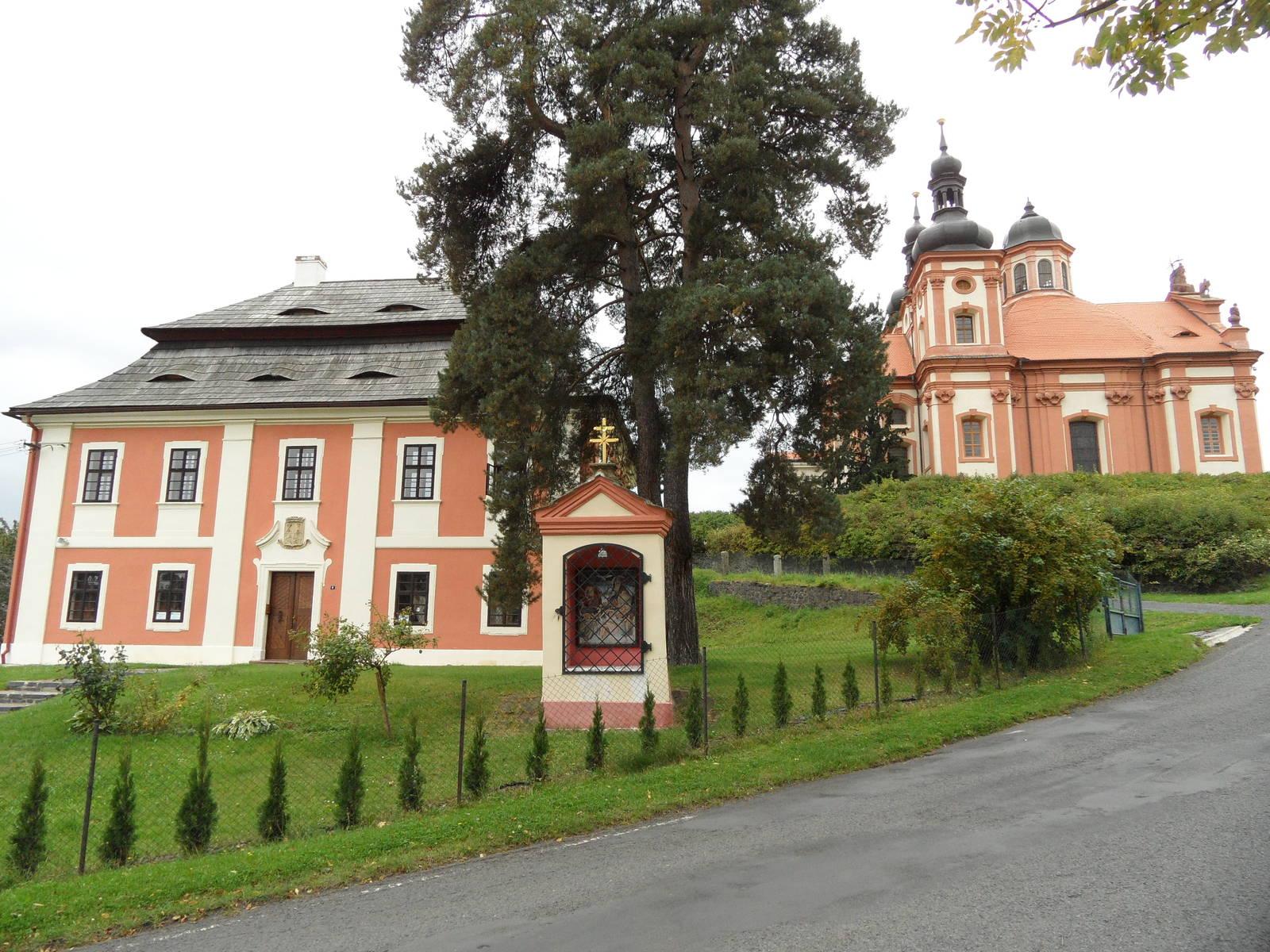 barokní fara ve Valči