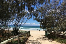 тихий уголок пляжа