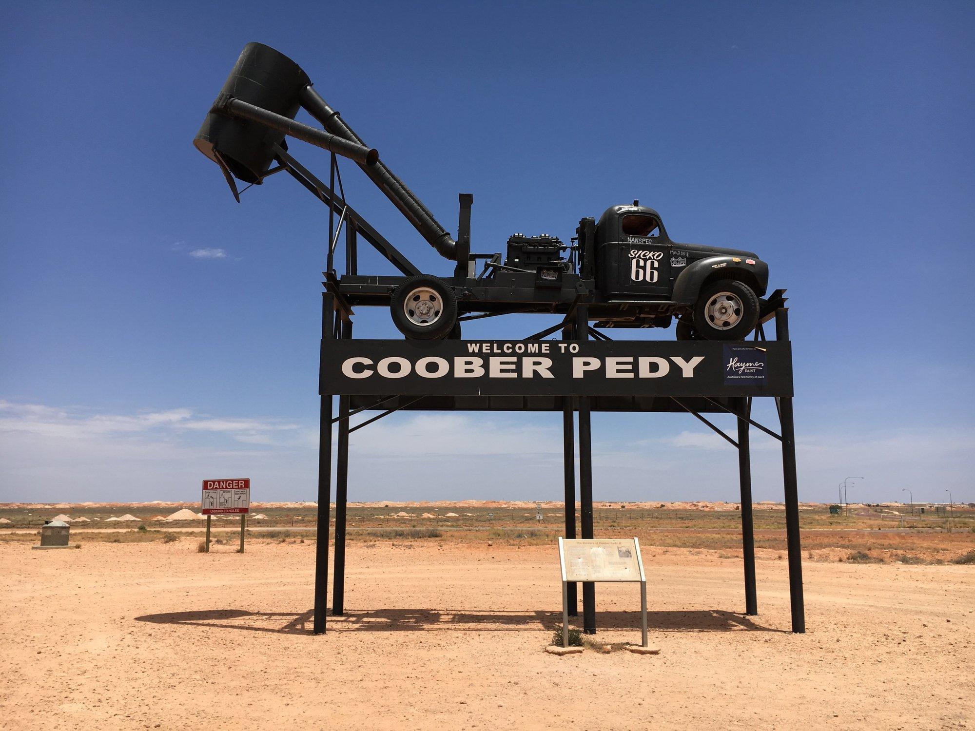 uvítací ťažobný stroj v Coober Pedy