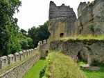 Vnější hradby a zbytky hradu