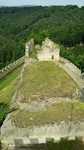 Pohled z věže na zbytky hradního paláce