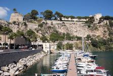 menší přístav a pevnost