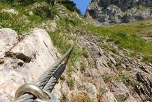 ocelové lano je při výstupu na feratu dobrým pomocníkem