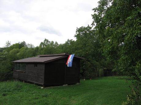 домики с русинским флагом