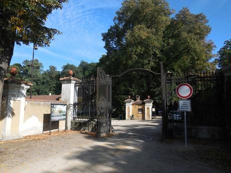 Rájec nad Svitavou chateau – entrance