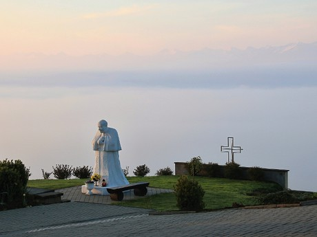 obec Klin – socha svatého Jana Pavla II.