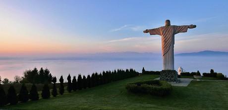 obec Klin - socha Krista Spasiteľa