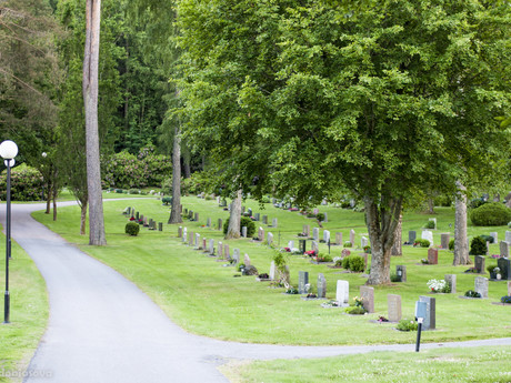 Hålta kyrkogård