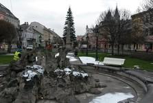 Main Street – a park and the fountain