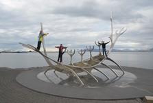 veliká plastika vikingské lodi Sun Voyager
