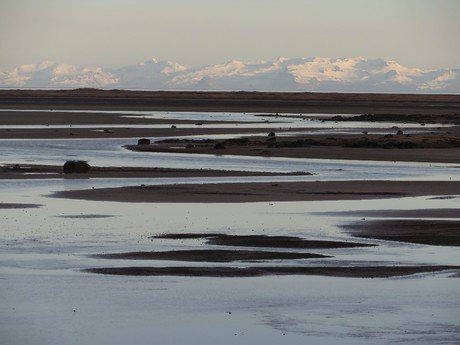zasněžené sopky protějšího poloostrova Snaefellsnes