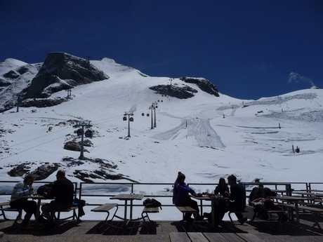 the view from Fernerhaus restaurant on the glacier