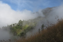 vrchol hory Rinjani (vpravo) na nás čeká