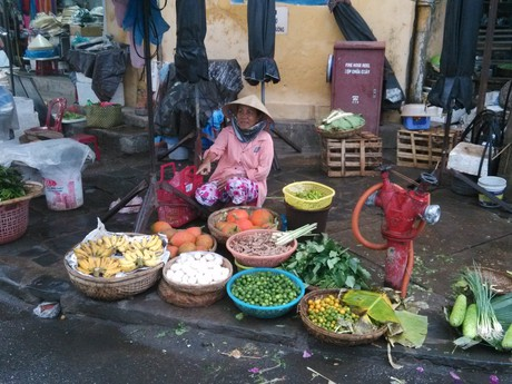 vendors sell even when it rains
