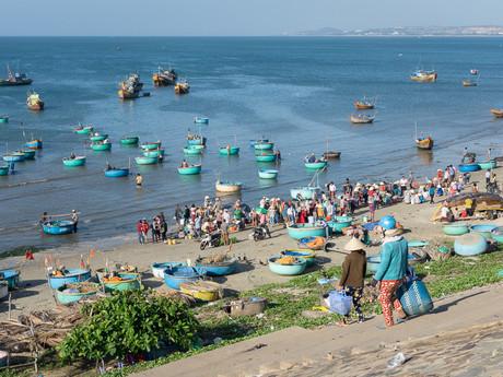 guľaté loďky, ktorými sa prepravujú rybári