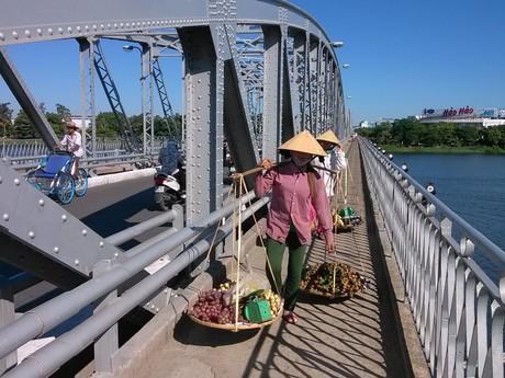 Trường Tiền bridge