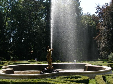 парк – бронзовая скульптура окрыленной Психеи (фонтан)