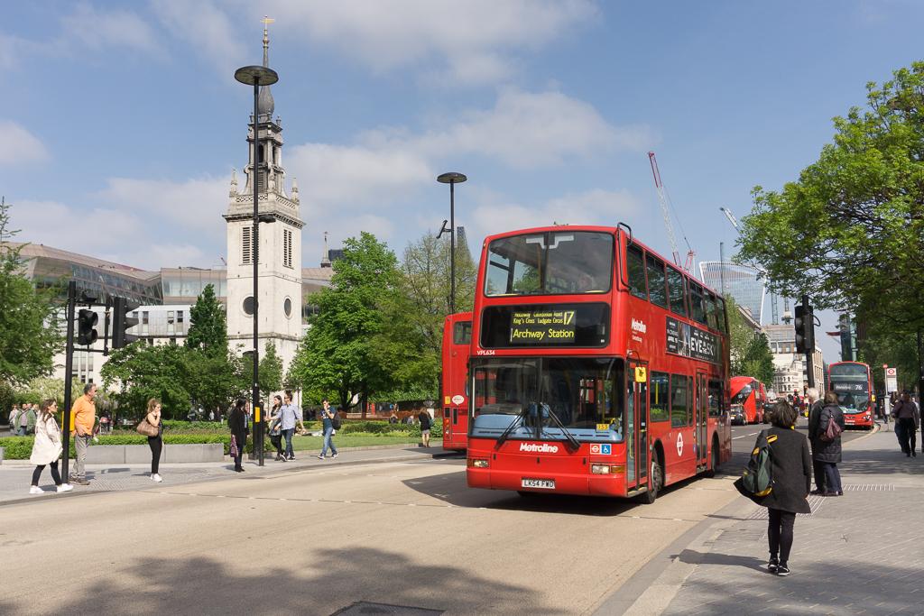 Proč tedy Londýn tolik lidí tak přitahuje  Proč se do něj neustále stěhují  davy lidí 67ad18e8f9