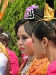 oslavy v Barmě – barevné provedení má důležitou roli