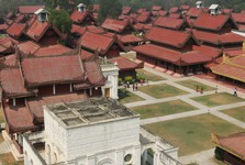 the palace consists of 130 buildings