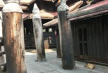 dřevěný klášter