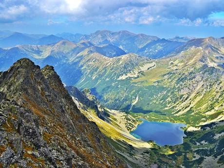 pohled do Temnosmrečinské doliny a polskou čásť Tater