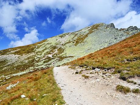v dálce vrchol Kôprovského štítu (2 367 m n. m.)