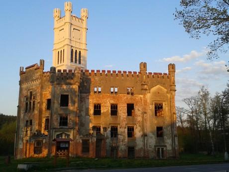 zámek po rekonstrukci věže