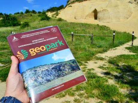 publikace Průvodce Sandbersko-pajštúnským geoparkem