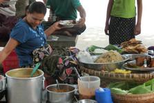 barmský kiosk so 6 druhmi jedál