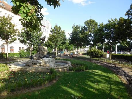 Площадь Шафарика – Утиный фонтан