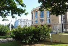 Šafárikovo námestie - historická aula Univerzity Komenského