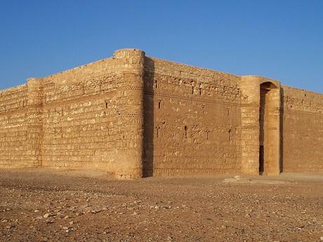 jeden z pouštních hradů
