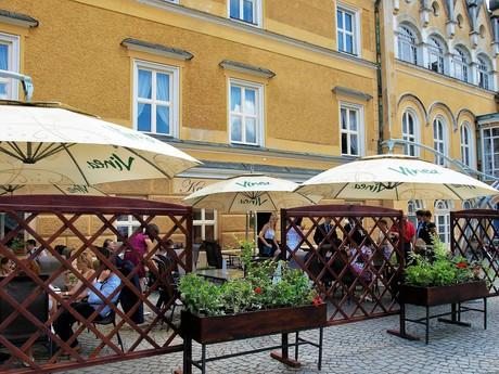 кафе  «Ladurée», во дворе
