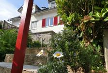каждый дом украшен цветами